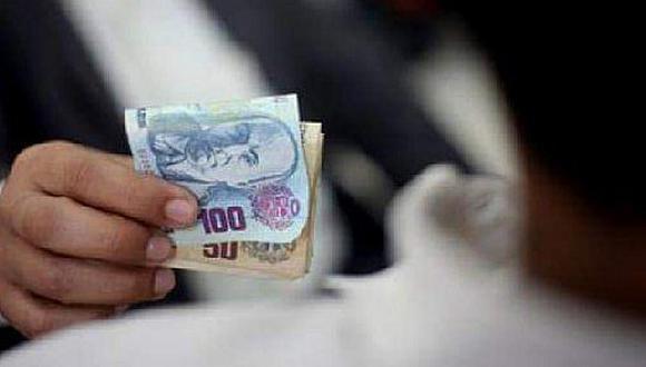 El denunciante tenía impedimento de salida del país. Antes de entregar los billetes el agraviado les sacó copias
