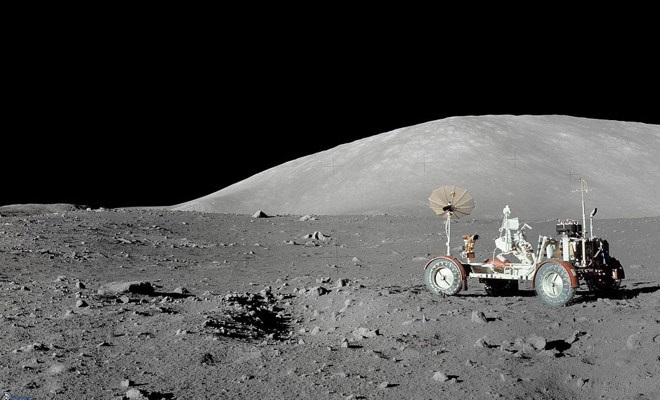 Científicos descubren evidencia de agua en el interior de la Luna