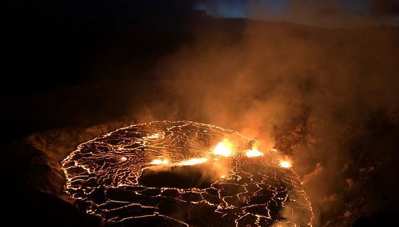 El volcán ha emitido 21.868 toneladas diarias de dióxido de azufre y 1.848 de dióxido de carbono, y ayer se registró un pico de gran intensidad al superarse los 350 microgramos por metro cúbico de partículas. (Foto: B. Carr / US Geological Survey / AFP)