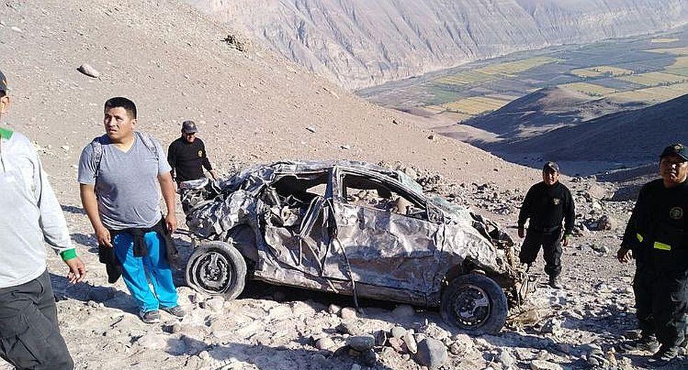Auto cae a precipicio de 500 metros y fallecen tres miembros de una familia (FOTOS)