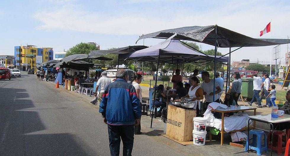 Convierten plaza Patricio Conti en un mercado persa (fotos)
