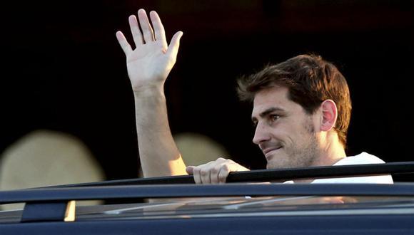 Iker Casillas fue aclamado en su arribo a Portugal