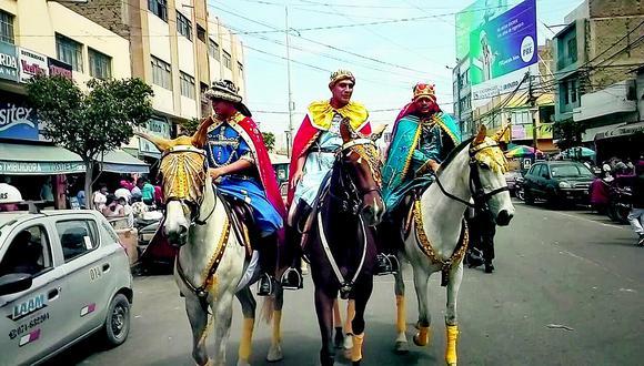 Policías vestidos de reyes magos recorrieron las calles de Chiclayo (VIDEO)