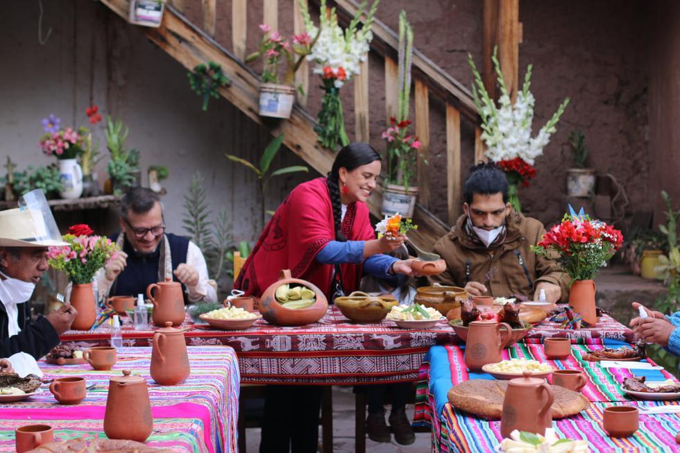 Desayuno a base de cuy para la candidata Verónika Mendoza. (Foto: Juan Sequeiros))
