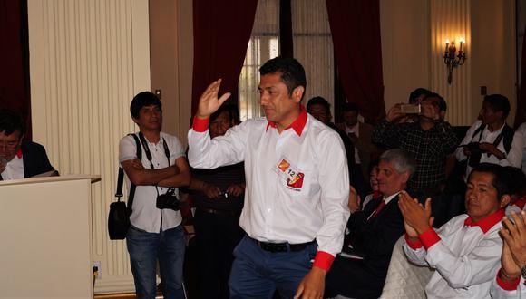 Guillermo Bermejo Rojas, virtual congresista electo por Lima de Perú Libre, estuvo el último domingo en Huánuco para inaugurar un local de dicho partido. Pero no solo participó en dicho acto, también fue parte de una reunión social que se desarrolló en el Hotel Cuzco, donde -por tal motivo- fue intervenido por la Policía.