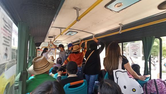 Transportistas y pasajeros siguen sin hacer caso a normas sanitarias, advierte la comuna provincial. Hay déficit de inspectores. (Foto: Leonardo Cuito / Correo)