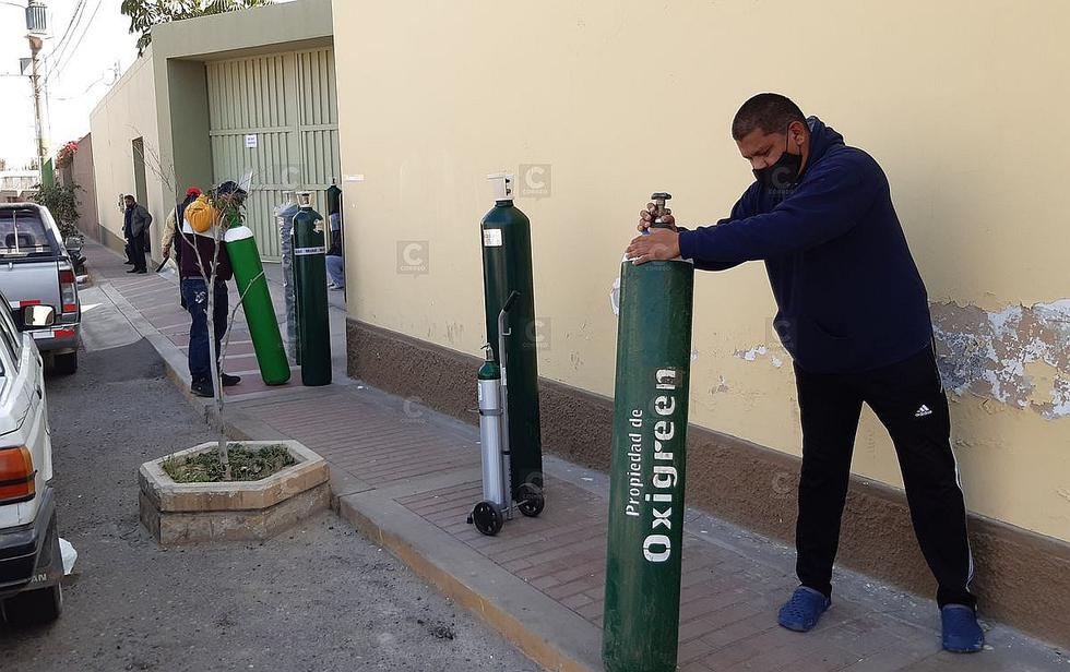Personas hacen colas en Tacna por oxígeno