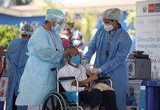 Mortalidad en adultos mayores por COVID-19 se está controlando y sería gracias a la vacuna, según INS