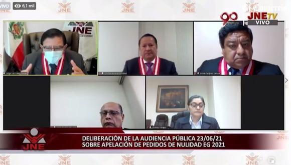 """Desde Perú Libre, Dina Boluarte sostiene que se busca perpetrar un golpe de Estado y que """"Castillo ya es presidente"""". Fiscal Víctor Rodríguez Monteza reemplazará a Luis Arce.   (Foto: captura de video JNE)"""
