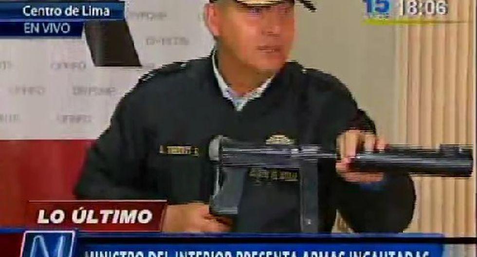 Ministro del Interior presentó armas incautadas en hostal cerca a Palacio de Gobierno