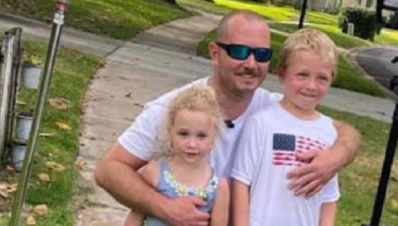 Pequeño Chase Poust tuvo que nadar contra la corriente no solo para salvarse, sino para ayudar a su familia, y lo logró. (Facebook)