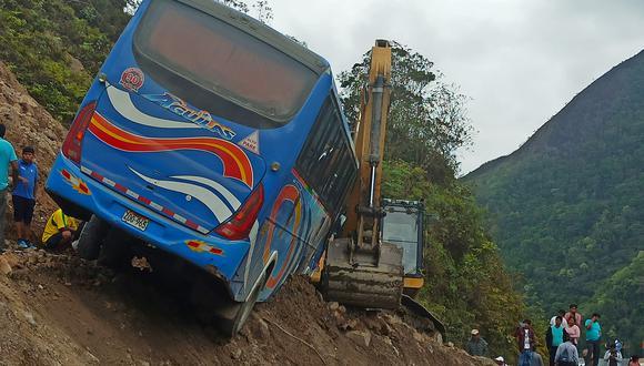 Un bus de la empresa Águilas del Sur sufre desperfectos en Sandia Foto: Keny Alexander
