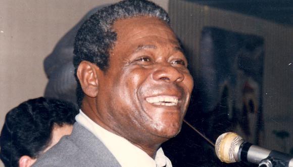 Caitro Soto, el hombre de gran sonrisa, potente voz y manos poderosas que acariciaban el cajón. 31 de enero de 2003 (Foto: GEC Archivo)
