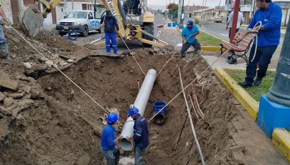 Acueducto de 14 pulgadas tuvo que ser reemplazado por personal obrero de la EPS Tacna. (Foto: Difusión)