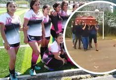 Despiden a mujer futbolista jugando 'cabecitas' con su ataúd en Cusco (VIDEO)