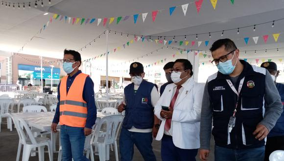 Miembros del Comando COVID-19 realizaron una inspección en un conocido centro comercial de la Ciudad Blanca y alertaron de algunas falencias (Foto: Correo)