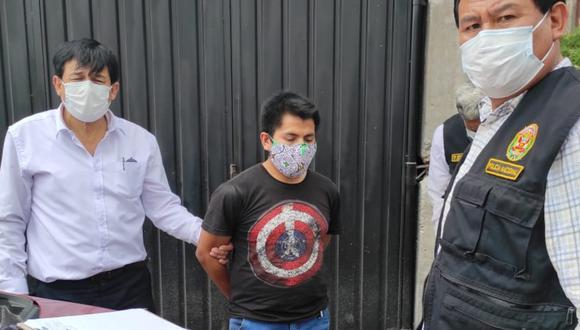 Arequipa: Agentes de la Divincri Arequipa detuvieron al panadero Percy Paz Quispe (32), quien es acusado de abusar de una menor de 15 años, a quien chantajeaba con difundir fotos íntimas a través de las redes sociales. (Foto: PNP)