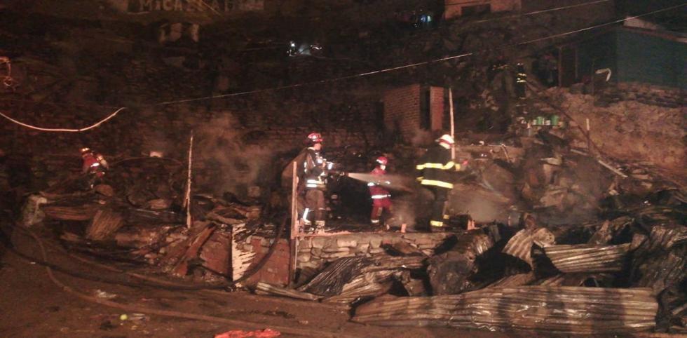 asi-termino-la-zona-afectada-por-el-incendio-de-codigo-3-en-villa-maria-del-triunfo-fotos