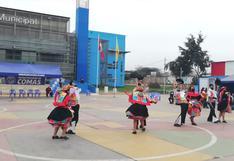 Con pasacalles, serenatas y fuegos artificiales celebran en Lima la víspera del Bicentenario del Perú