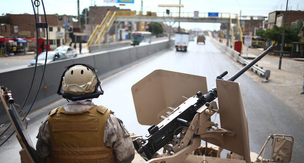 Las Fuerzas Armadas colaboran con la Policía Nacional en las labores de para el control interno y la seguridad durante el estado de emergencia nacional. (Foto: GEC)