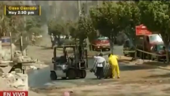 Derrame fue confinado por los bomberos que llegaron hasta Comas para atender la emergencia. Foto: captura