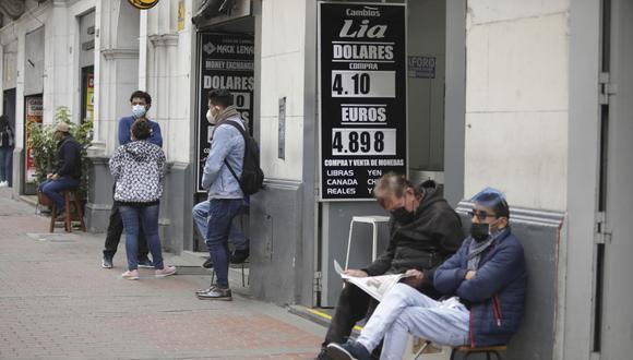 En el mercado paralelo o casas de cambio de Lima, el tipo de cambio se cotiza a S/ 4.090 la compra y S/ 4.115 la venta de cada dólar. (Foto: Britanie Arroyo / GEC)