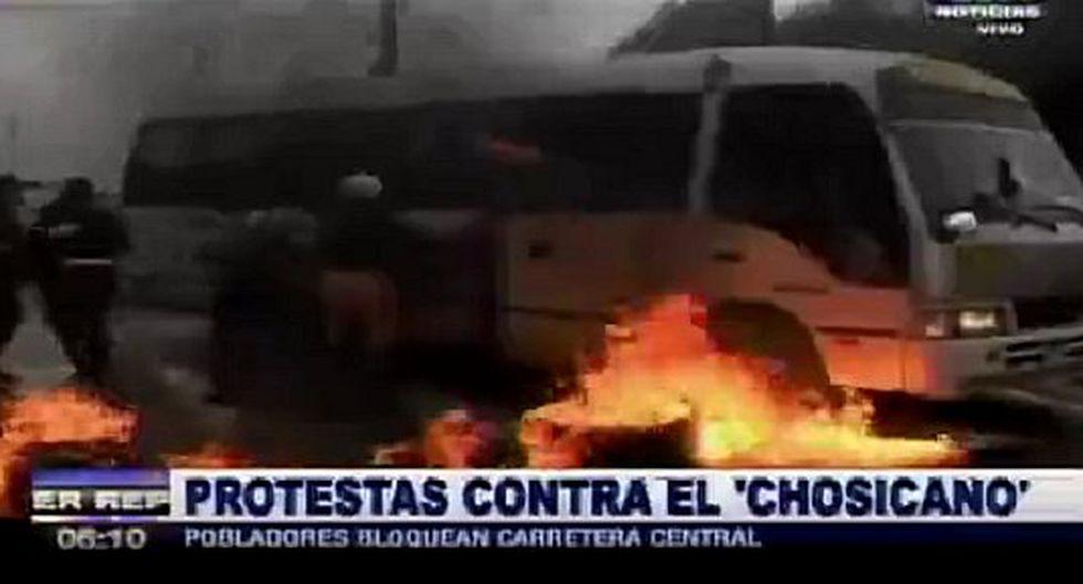 Violenta protesta contra 'Chosicanos' se registró en la Carretera Central