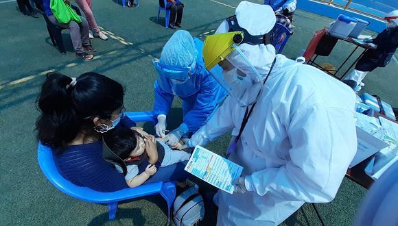 Niños están en riesgo por no recibir vacunas