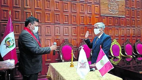 Jiménez juramenta como presidente de JEE