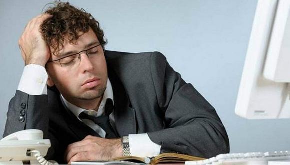 Esta es la lista de trabajos con mayor riesgo de despido por dormirse (VIDEO)