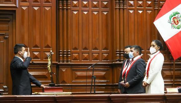 La mayoría de los parlamentarios juraron por la la nueva Constitución. (Foto: Difusión)
