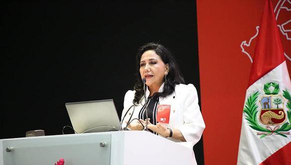 Gloria Montenegro critica a APP por llevar a familiares de César Acuña como candidatos
