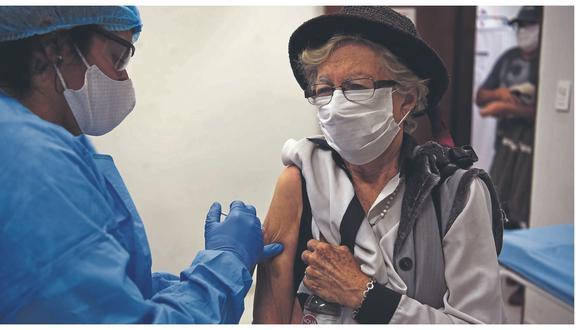 Las primeras 7020 dosis aún no llegan al país y en las próximas horas se confirmará la hora y fecha del arribo. Estacionamiento de Plaza Vea y local de la Unasa, serán algunos locales de inmunización.