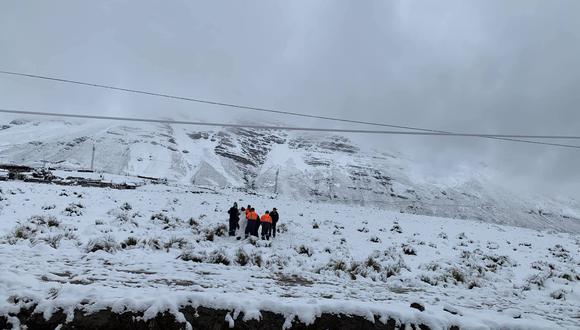 Muchos aprovecharon el manto blanco para tomarse fotos   Foto: Facebook Beder Jimenez Rojas