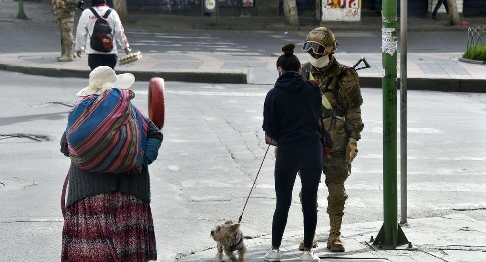 El gobierno transitorio decretó desde este jueves y hasta el 15 de abril el cierre total de las fronteras para los bolivianos, después de que prohibiera el pasado fin de semana el ingreso de extranjeros. El espacio aéreo también está cerrado, salvo para vuelos humanitarios, de salud o de emergencia. (Foto: AFP)