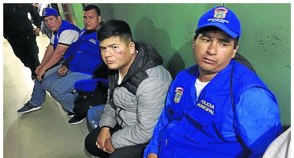 Comerciantes ambulantes venezolanos atacan a personal municipal en el mercado Modelo