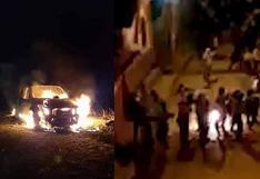 Turba quema patrullero y culpa de muerte de mujer a policías en Huánuco