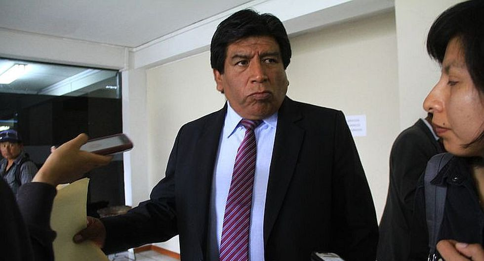 Isidro Flores dice que entrega de Setare tendría un manejo político
