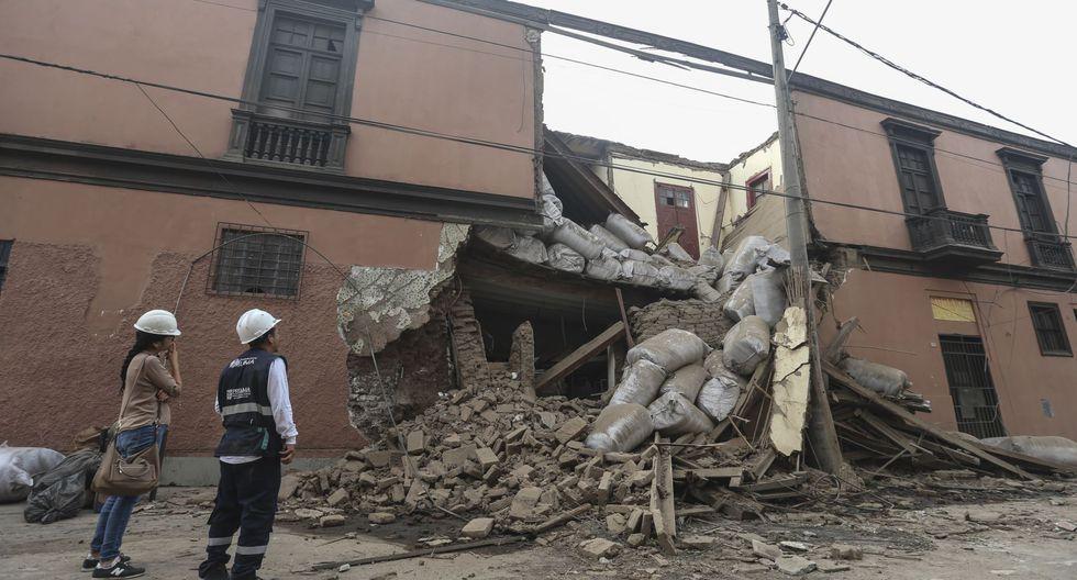 La zona fue acordonada y serenos de la Municipalidad de Lima permanecen en el lugar tras el derrumbe de casona en el Cercado de Lima. (Foto: Difusión)