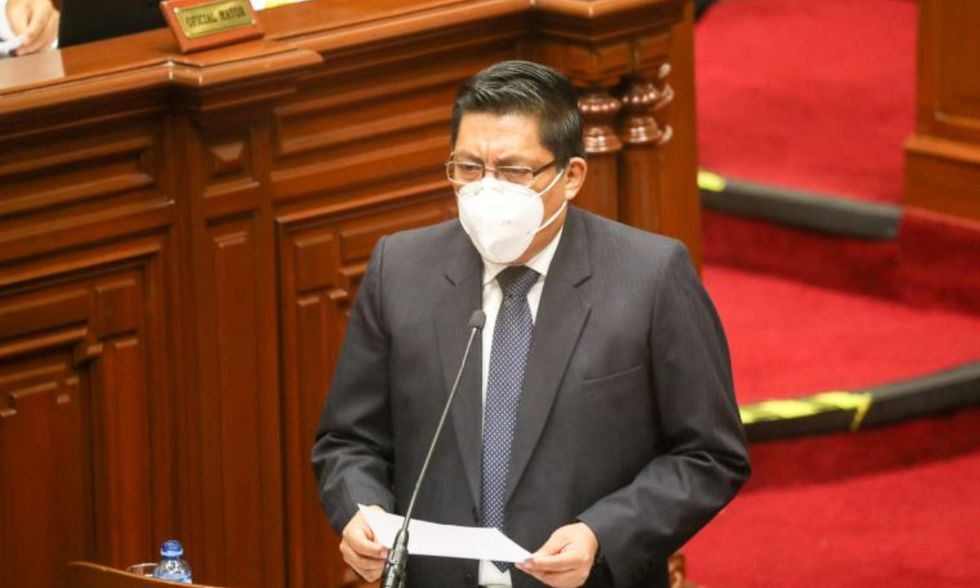 Zeballos inició su discurso utilizando su mascarilla. (Foto: El Peruano)