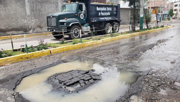 Buzón de desagüe en la avenida Colonial del distrito de Paucarpata. Foto: Omar Cruz