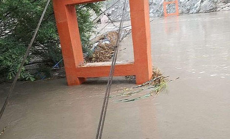 Pobladores quedan aislados tras colapso de un puente