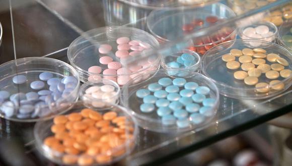 Los medicamentos de la empresa farmacéutica Merck se muestran en un museo en su sede en Darmstadt, Alemania. (Foto referencial: DANIEL ROLAND / AFP)
