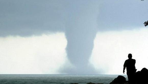 Uruguay:Tornado deja dos muertos y varios desaparecidos (VIDEO)