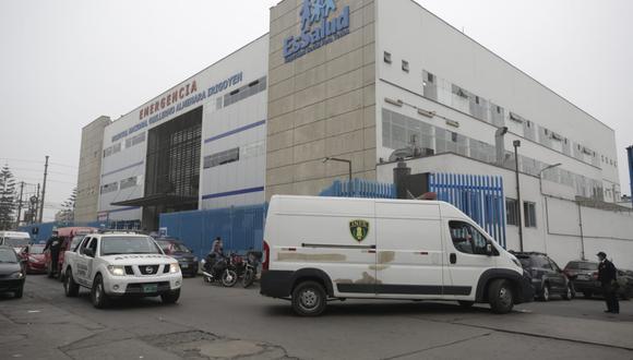 El Seguro Social señaló que los dos trabajadores del Hospital Almenara fueron separados en abril de este año.