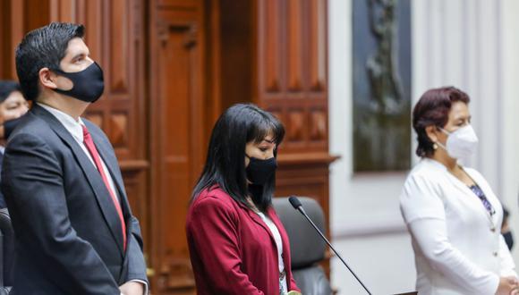 Pleno del Congreso guardó minuto de silencio tras fallecimiento de la hija de Marco Pichilingue. (Foto: Congreso)