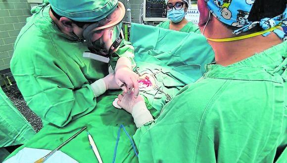 Luego de operación, bebé se recupera