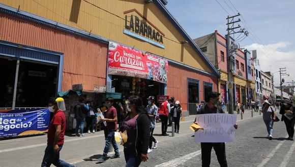Comerciantes piden cumplir protocolos para evitar cuarentena  Foto: Leonardo Cuito