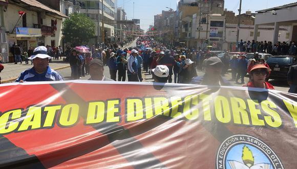 """Huelga de profesores: A ritmo de """"Santiago"""" rechazan acuerdo con gobiernos regionales"""