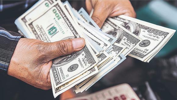 Dólar abre a la baja tras las declaraciones del presidente de Estados Unidos, Donald Trump.